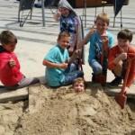 Speelplezier met schoon/nieuw zand in de zandbak
